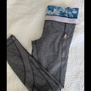 Lululemon grey crop size 2